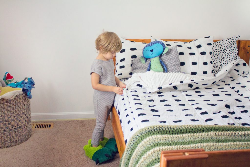 bed bedding mom blog mommy blogger healthy mom blog homeschooling blog homeschool mom boy mom motherofdragons travel traveling family military family classical conversations 2017 2018 toddler room big kid bed bedding United States Colombia Latina Hispanic Heritage month wellness food delicious motivation