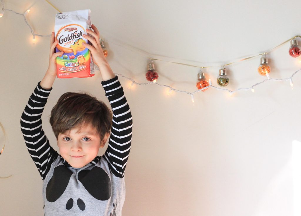 mom blog dad blog travel blog deck the halls Goldfish crackers traveling with kids holiday decorations crafts with kids holiday crafts Christmas crafts 2017 2018 Virginia Christmas lights wellness healthy mom travel to Virginia homeschool