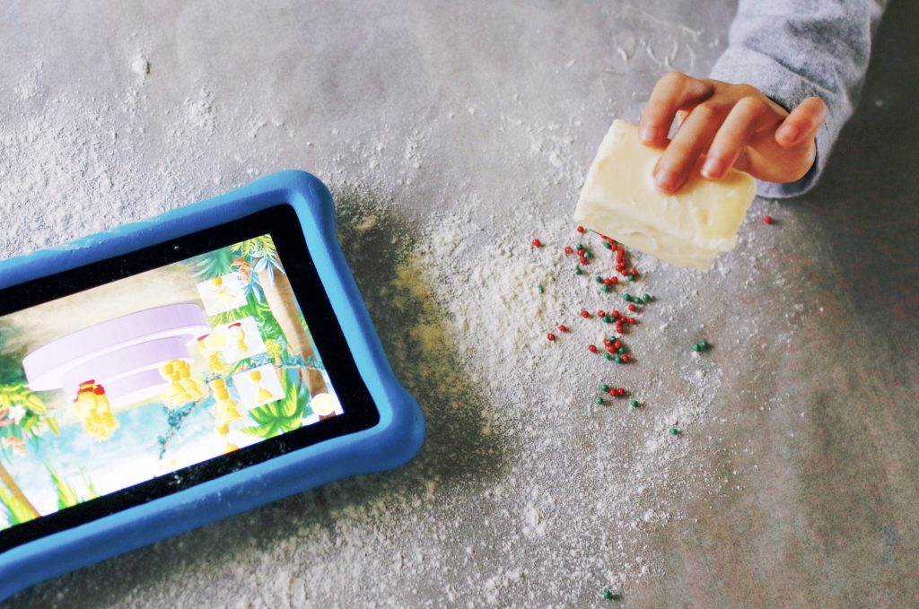 amazon holidays on the go traveling with kids traveling family japan Christmas Kindle Fire kids wellness mom blogger Christmas in Japan Okinawa homeschool worldschool traveling mom traveling kids dad blog cyber kids learning holidays Virginia California Utah